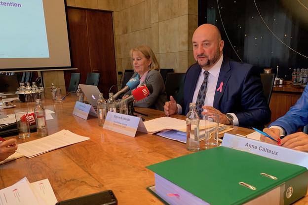Étienne Schneider soutient les recommandations de Marie-Lise Lair pour assurer la pérennité du système de santé luxembourgeois. (Photo: Paperjam)