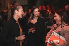 Margaux Duriez (Espace Immo) à gauche et Victoire Calvao (Avril) au centre ((Photo: Romain Gamba, Maison Moderne))