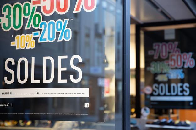 Les soldes de juillet ont comme chaque année joué un rôle dans la baisse moyenne des prix dans certains secteurs. (Photo: Romain Gamba /Maison Moderne)