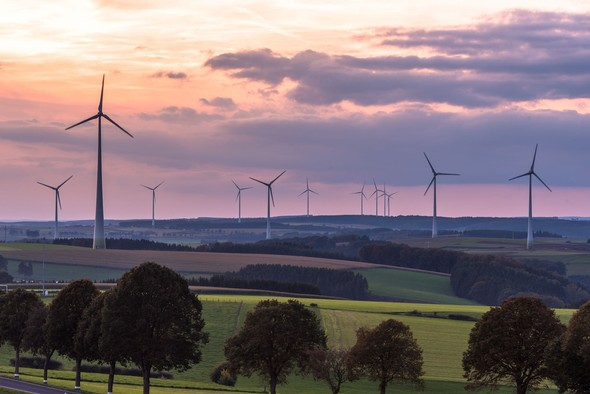 Luxembourg consumers saw noticeably rising natural gas bills in the first half of the year, but electricity bills rose more modestly than in many EU countries. Library picture: Windmills seen in Hosingen. Photo credit: Christophe Francois / Shutterstock