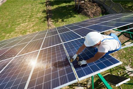 Le solaire et l'éolien devront être la source de 70% de la consommation d'électricité en 2050… mais cela ne suffira pas, prévient l'AIE dans un rapport aussi documenté qu'alarmiste. (Photo: Shutterstock)