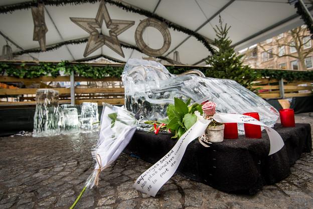 Le dramatique accident est survenu dimanche soir devant la patinoire de la place Guillaume. (Photo: Nader Ghavami)
