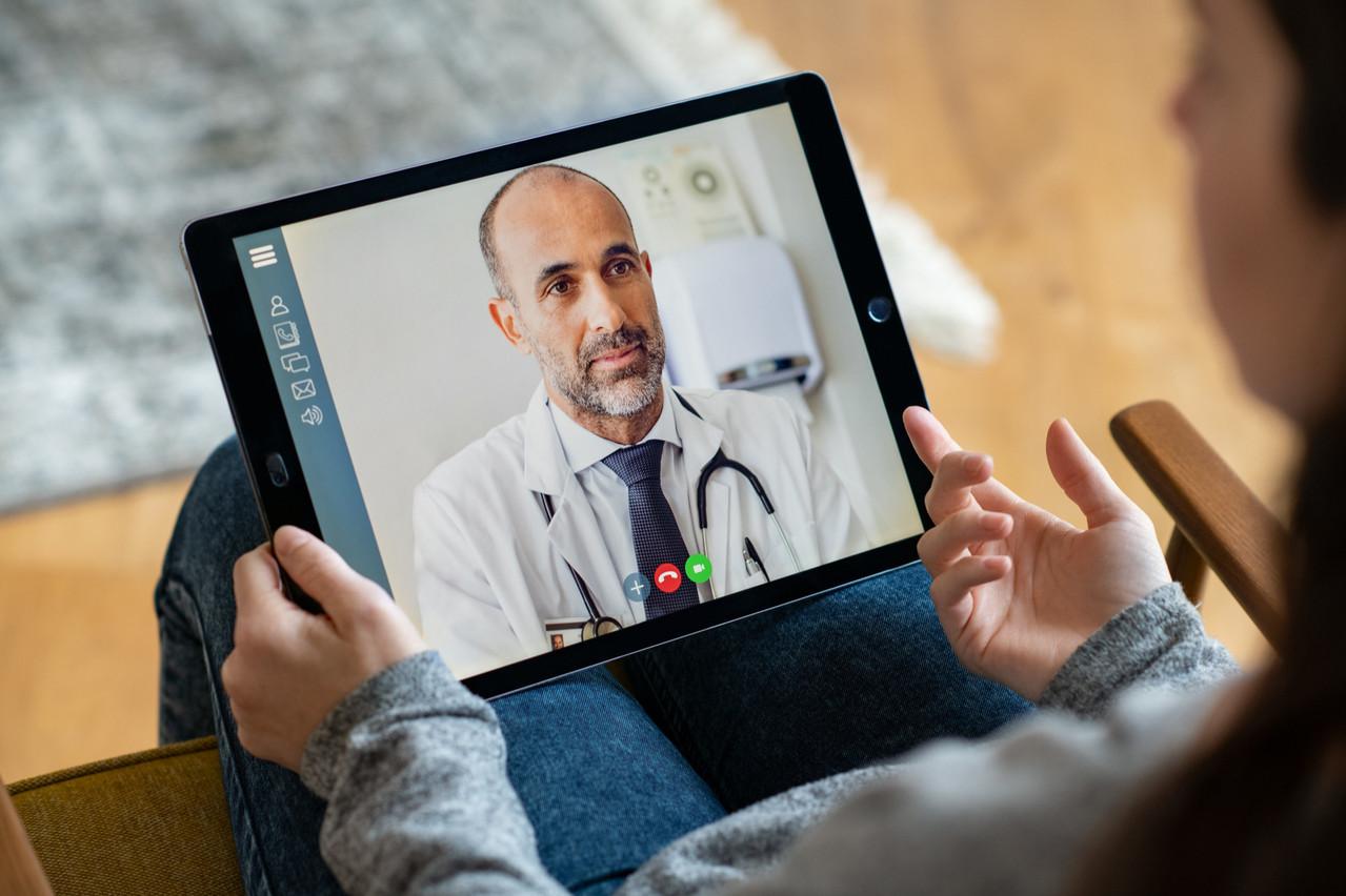 Utiles lorsque les cabinets médicaux ont été fermés pendant la crise, les téléconsultations représentent aujourd'hui environ 15% des rendez-vous pris chez les médecins interrogés. (Photo: Shutterstock)