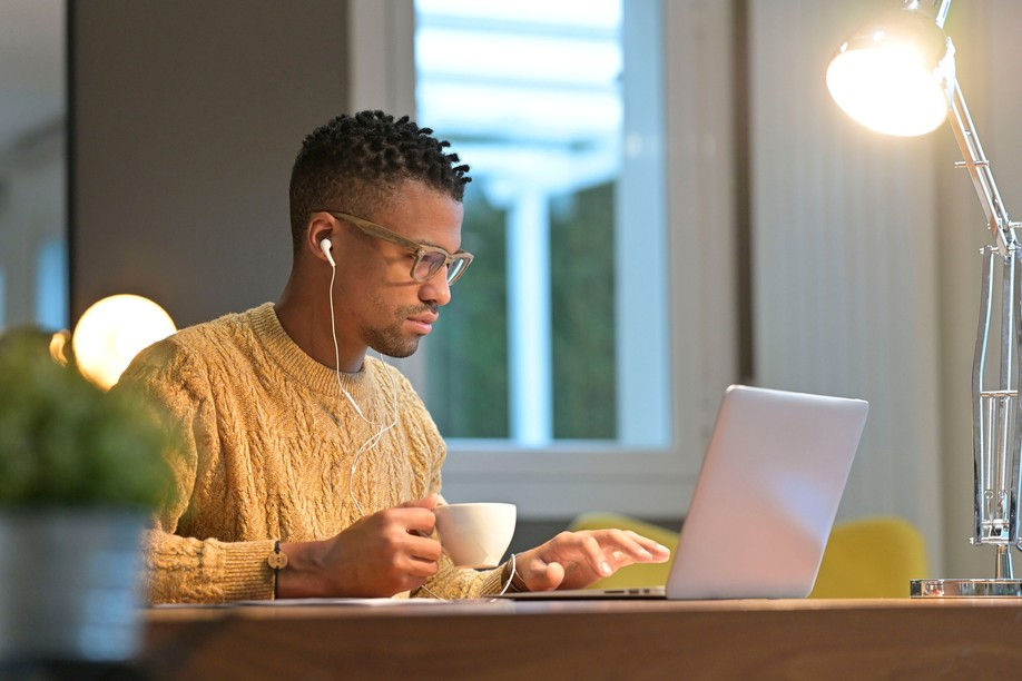 French border workers can telework without tax limits until the end of 2021. (Photo: Shutterstock)