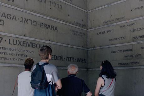 À travers leur voyage sur les traces des déportés juifs luxembourgeois en Pologne, ces jeunes interrogent pleinement notre histoire contemporaine. (Photo: Paul Thiltges Distributions)