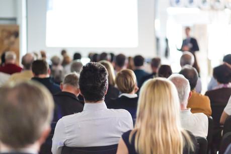 Le temps de travail effectué par les agents de l'État en formations, conférences ou manifestations culturelles, économiques et sportives sera plus facilement pris en compte. (Photo: Shutterstock)