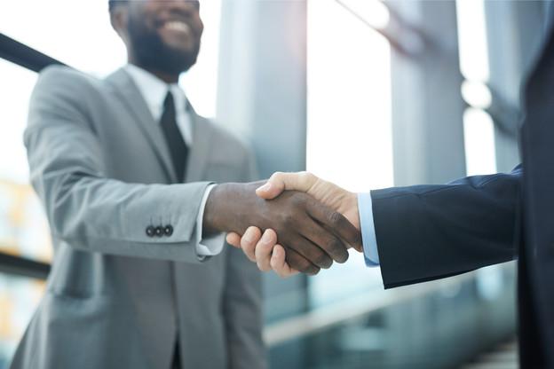 L e terme «col blanc» désigne les travailleurs de bureau, en particulier les cadres et les dirigeants. (Photo: Shutterstock)