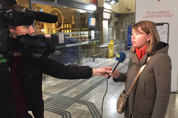 La directrice de crise de la SNCF, dimanche soir en gare de Metz. (Photo: SNCF)