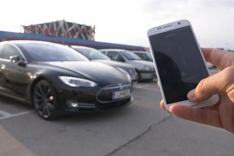 La nouvelle fonction Smart Summon permet à un propriétaire de demander à sa Tesla de le rejoindre. Ce qui a créé de belles scènes de panique. (Photo: Shutterstock)