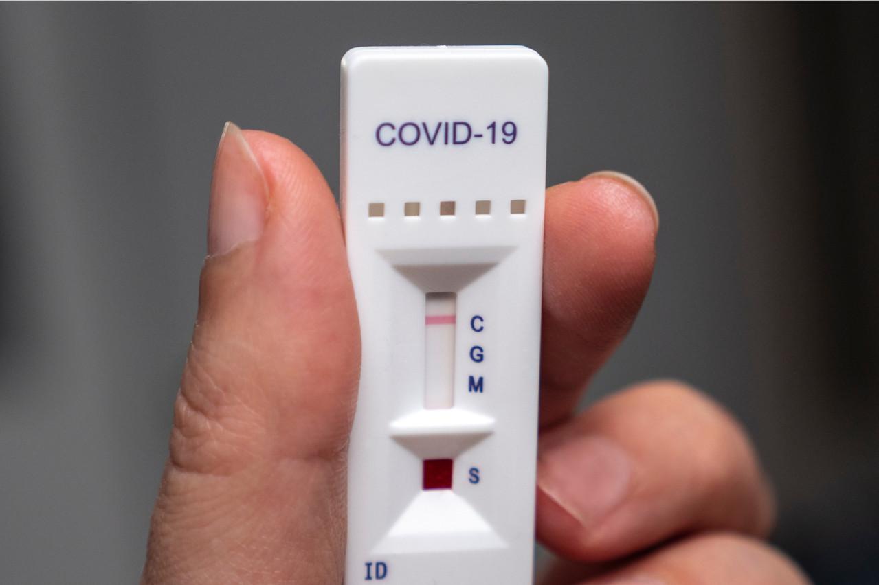 Les tests antigéniques prennent un peu plus de 10 minutes pour révéler si quelqu'un est positif au Covid-19 ou non, contre plusieurs heures pour les PCR. (Photo: Shutterstock)