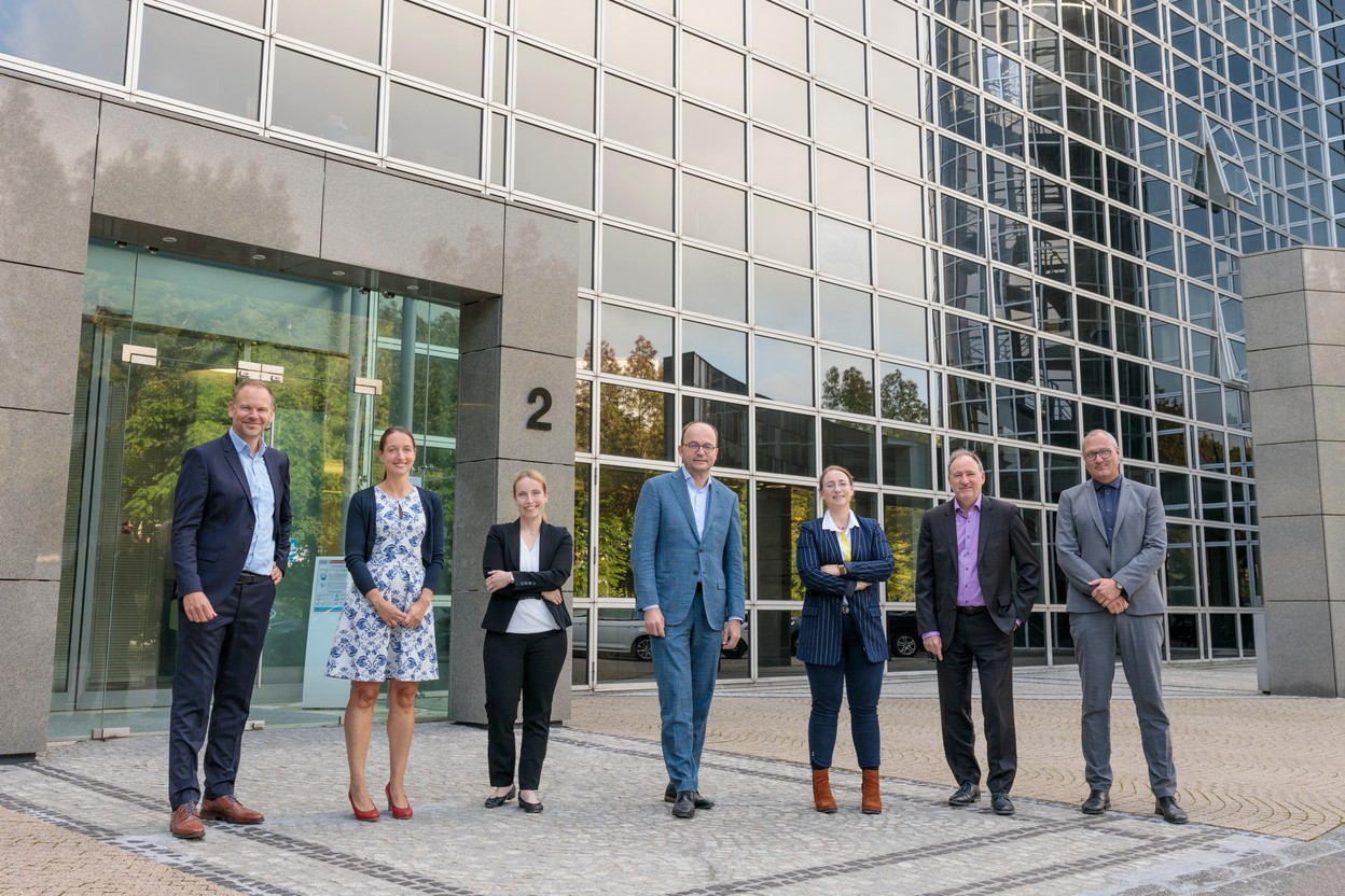Marc Magniez, Anne Majerus, Patricia Schneberger, Tom Wirion, Hanna Meyer, Marc Gross and Gilles Reding form the new management committee of the Chamber of Crafts. (Photo: Jan Schwarz/ThePhotonauts)