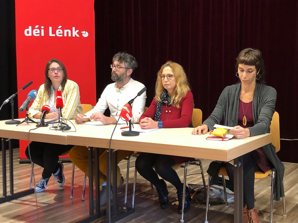 The two spokespeople of déi Lénk, Carole Thoma and Gary Diederich, on the left, accompanied by the two deputies of the party, Myriam Cecchetti and Nathalie Oberweis. (Photo: Maison Moderne)