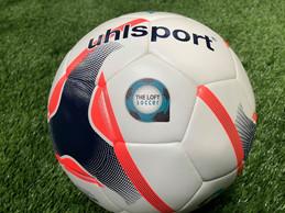 Sur les terrains de The Loft, on joue avec le ballon officiel de la BGL Ligue, la D1 luxembourgeoise. ((Photo: Maison Moderne))