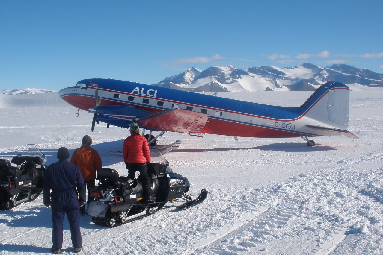 The DC-3 takes off and lands directly on the ice.      Photo: Olivier Francis