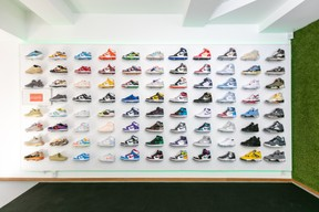 A department with Nike Dunk, Air Jordan 4, Yeezy and others. (Photo: Romain Gamba / Maison Moderne)