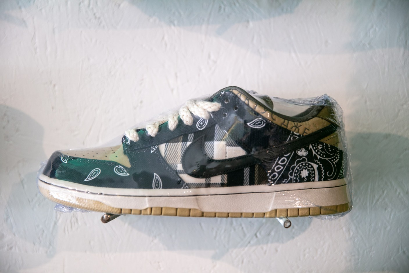 The Nike SB Dunk Low Travis Scott, priced at €1,850, is the most expensive pair in the shop. (Photo: Romain Gamba / Maison Moderne)