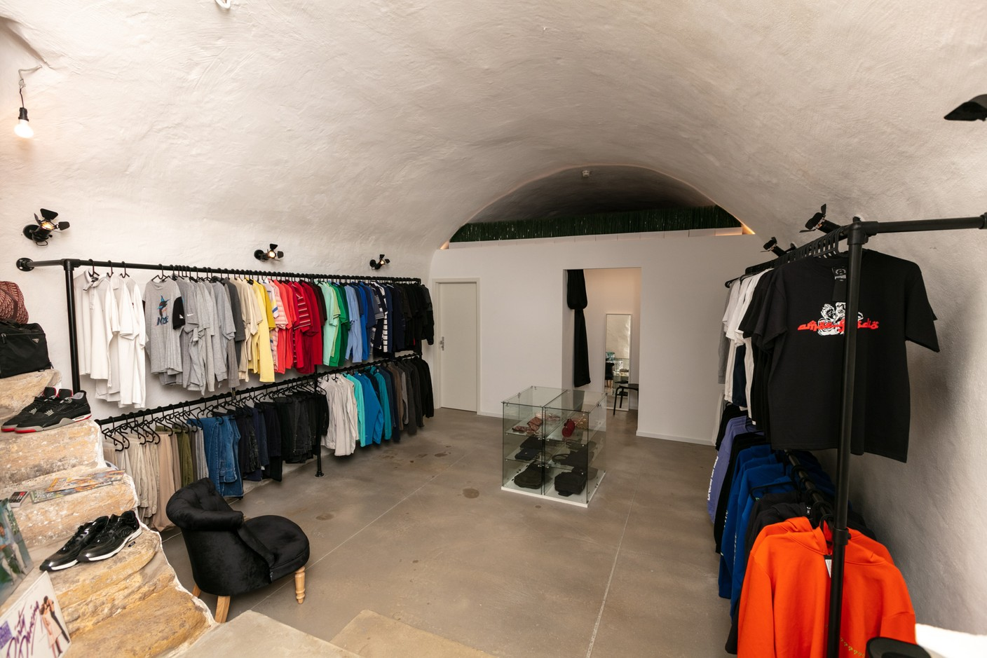 The basement of The Source hides vintage clothes selected by its co-owners. (Photo: Romain Gamba / Maison Moderne)
