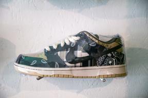 La Nike SB Dunk Low Travis Scott, vendue à 1.850€, est la paire la plus chère du magasin. ((Photo: Romain Gamba / Maison Moderne))