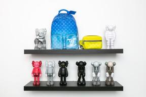 En plus du streetwear, The Source vend toutes sortes d'accessoires, eux aussi, exclusifs. ((Photo: Romain Gamba / Maison Moderne))