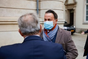 Xavier Bettel upon his arrival in the chamber. (Photo: Romain Gamba/Maison Moderne)