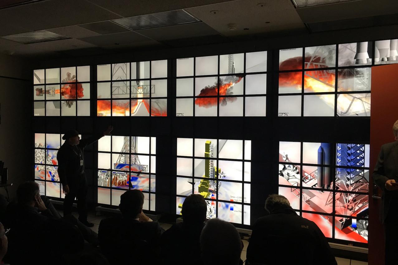 Dans le centre de recherche de la Nasa, le mur de 98écrans peut être divisé en plusieurs parties pour favoriser le travail collaboratif. (Photo: Paperjam)
