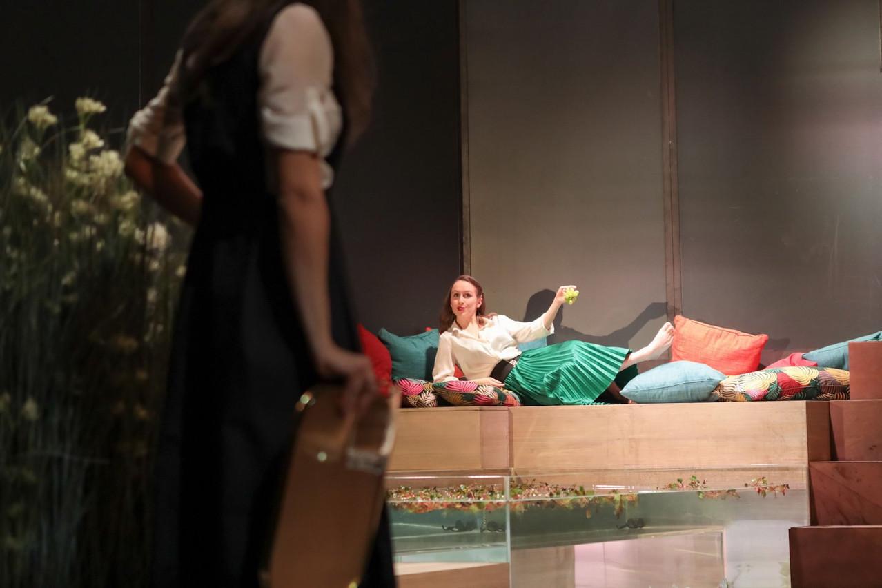 Eugénie Anselin, impeccable dans«Le Jeu de l'amour et du hasard» de Marivaux, mis en scène par Laurent Delvert. (Photo: Bohumil Kostohryz / boshua@boshua.com)