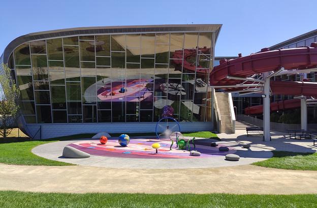 Les familles avec enfants en bas âge pourront profiter du Sprayparc à l'extérieur du complexe tandis que les amateurs de sensations fortes sont attendus au tournant du nouveau toboggan, le Space Shuttle. (Photo: Les Thermes)