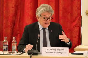 Le commissaire européen au Marché intérieur, ThierryBreton, a redit son intérêt à un mécanisme d'ajustement carbone aux frontières. (Photo: Chambre des députés / Flickr)