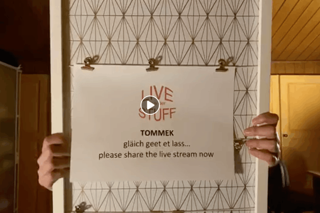 En ce lundi23mars, Tommek s'est produit sur le «Live aus der Stuff» depuis son salon. (Photo: DR)