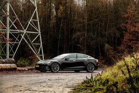 La Model S, sa grande berline, restylée en 2016, affiche une jolie silhouette et des lignes épurées. ((Photo: Patricia Pitsch / Maison Moderne))