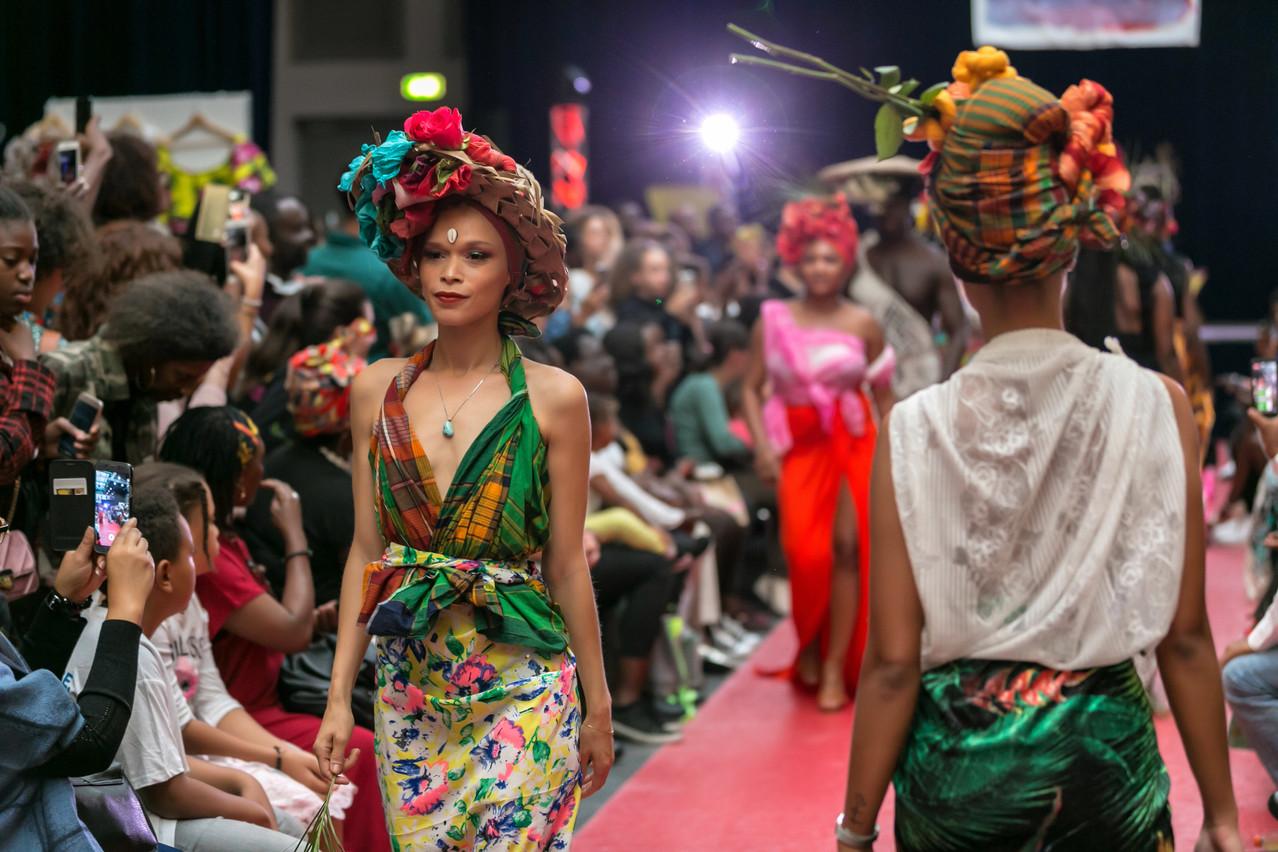 Le défilé de mode rencontre un grand succès lors du Lux African Market. (Photo: Likaba)