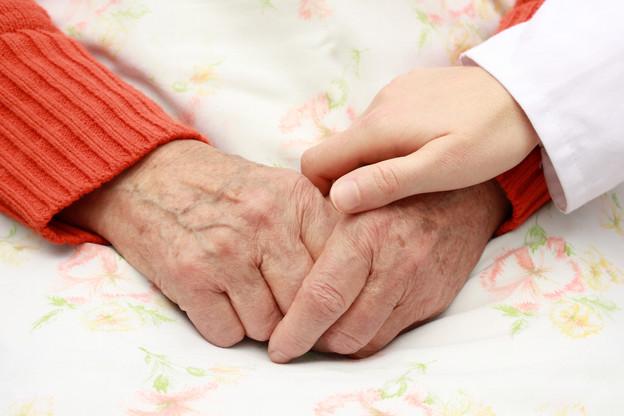 Les personnes qui résident aux Parcs du troisième âge ont souvent besoin de soins conséquents. (Photo: Shutterstock)