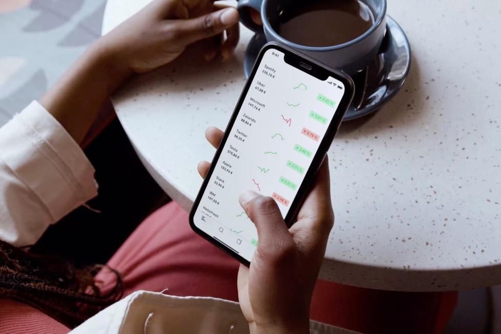 Trade Republic est une application qui permet d'acheter des actions et des obligations sans avoir à passer par une banque traditionnelle ni à s'acquitter des frais de gestion de ce portefeuille d'épargne. (Photo: Shutterstock)