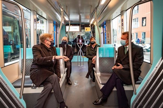 L'extension du tram a été inaugurée ce dimanche en présence du Grand-Duc Henri, de la bourgmestre de la capitale, Lydie Polfer, du ministre de la Mobilité, François Bausch, et du directeur de Luxtram,André Von der Marck. (Photo: Nader Ghavami / Maison Moderne)