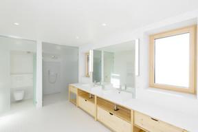 La salle de bain des enfants dispose d'une douche et d'une baignoire. ((Photo:Laurent Antonelli))