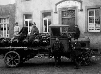 Tout au long de ses 100 années d'existence, la flotte de véhicules de Wallenborn ainsi que ses services n'ont cessé d'évoluer.  Crédit: Wallenborn