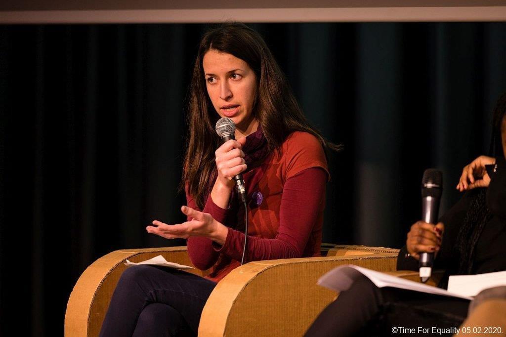 Isabelle Schmoetten, de la plate-forme JIF, rappelle qu'«au Luxembourg, les femmes passent deux fois plus de temps que les hommes au travail du 'care', qu'elles soient rémunérées ou non». (Photo: plate-forme JIF)