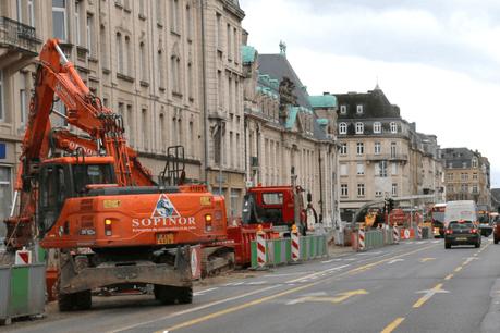 Les chantiers du tram sont eux aussi à l'arrêt à compter de ce vendredi. (Photo: Luxtram / Capture d'écran)