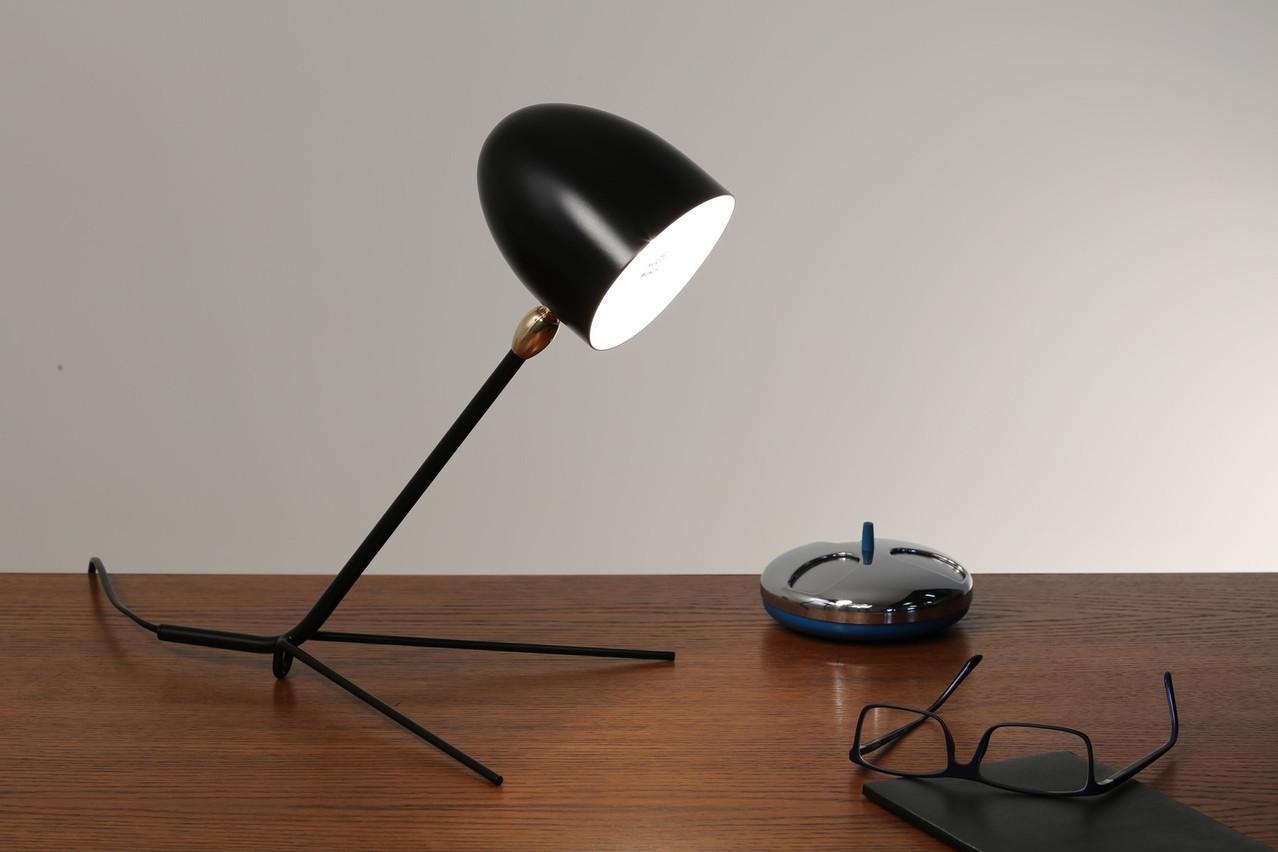 La lampe Cocotte apporte une touche de caractère au home office. (Photo: Éditions Serge Mouille)