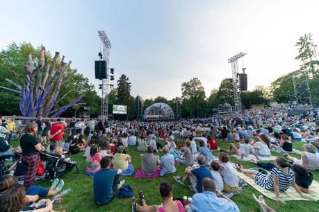 Le festival, qui se déroule en plein air, attire toujours un public nombreux. (Photo: Pro Musik / Simon Engelbert / Archives)