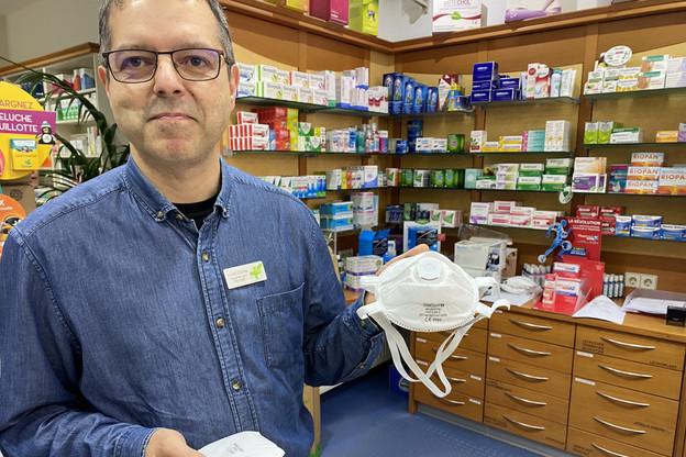 Cédric Degoutin, le responsable de la Pharmacie de la Liberté, a commencé à passer des coups de fil pour trouver des masques de protection il y a dix jours. Aujourd'hui, il est presque «sold out». (Photo: Paperjam)