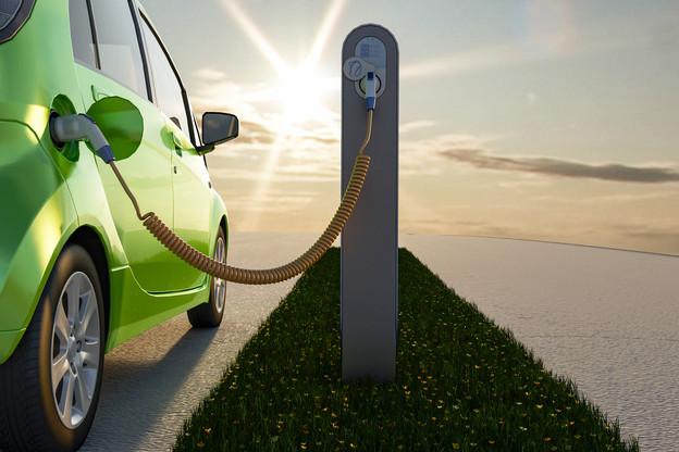 La voiture électrique est-elle vraiment verte? Non, a répondu en substance l'expert d'Attac Winfried Wolf, appelant à limiter à 10% les trajets en voiture pour limiter les dommages à l'environnement. (Photo: Shutterstock)