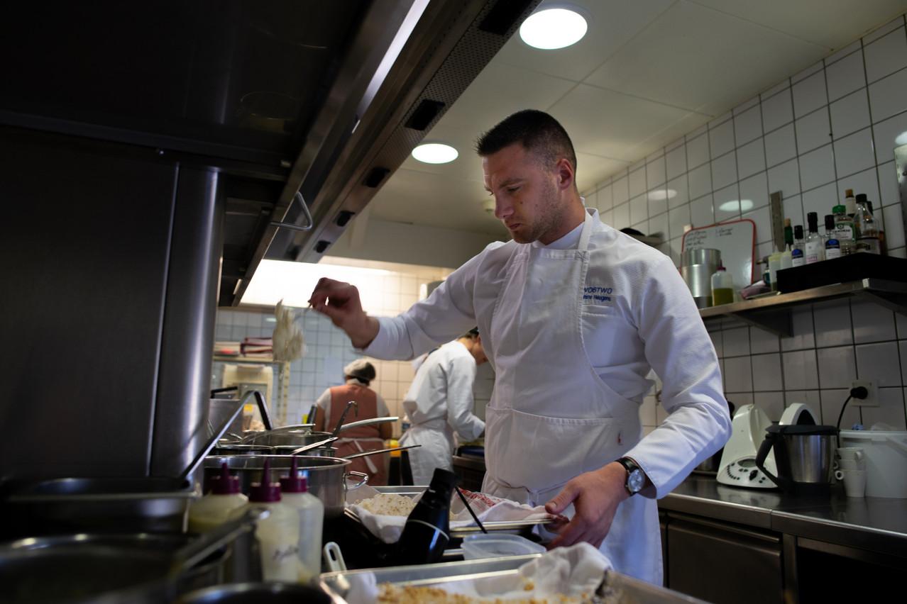 Baptiste Heugens est le jeune chef en charge des cuisines du Two6Two. Il est lauréat du prix Gault&Millau de «Jeune Chef de l'Année» 2020. Maison Moderne
