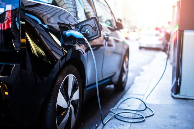 La Commission veut imposer les bornes de rechargement électriques tous les 60 km sur les grands axes routiers. (Photo: Shutterstock)
