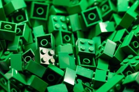 Avec Colruyt, Decathlon, L'Oréal et Renewd, le groupe Lego fait partie des toutes premières entreprises participant à la nouvelle initiative d'engagement en faveur de la consommation verte, lancée par la Commission européenne lundi 25 janvier. (Photo: Shutterstock)