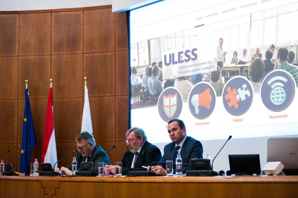 Jean-Christophe Burkel (3e à droite) va solliciter le ministre pour un rendez-vous en urgence. (Photo: Uless/Alexander Anyfandakis)