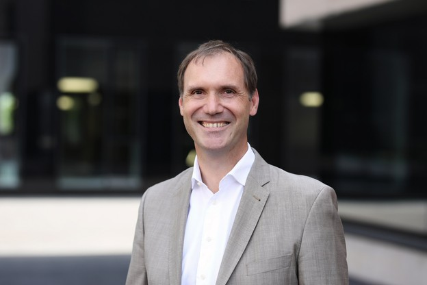 Né en Allemagne, Jens Kreisel a également étudié en France où il a dirigé le Centre national de la recherche scientifique (CNRS) de Grenoble avant de rejoindre le CRP-Lippmann, devenu le List, et de devenir vice-recteur à la recherche en 2018. (Photo: Université du Luxembourg)