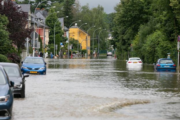 Rue de Beggen, la semaine passée: le niveau d'eau montait dangereusement. (Photo: Matic Zorman/Maison Moderne/Archives)