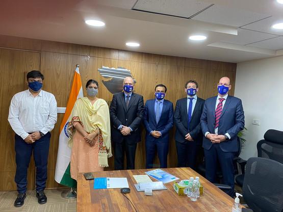Moins d'un mois après le sommet virtuel Inde-Luxembourg, une délégation luxembourgeoise composée, entre autres, du CEO de B Medical Systems, Luc Provost (3e gauche), a mis le cap sur l'Inde à la mi-décembre pour conclure l'opération. (Photo: B Medical Systems)