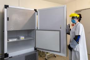 Le vaccin est conservé dans ces frigos spécifiques dans le respect des conditions de conservation propres à chaque fabricant. ((Photo: Romain Gamba / Maison Moderne))